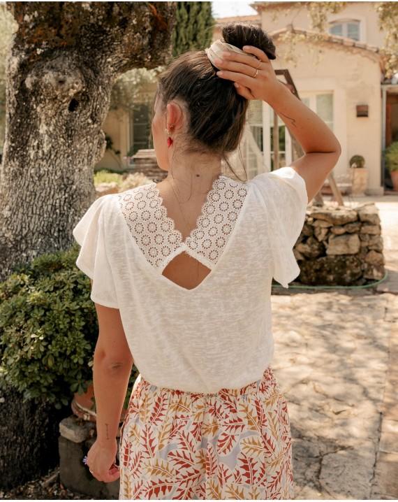 Camiseta blanca detalle puntilla