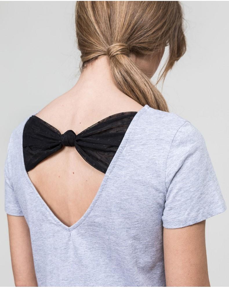 Camiseta lazada en la espalda